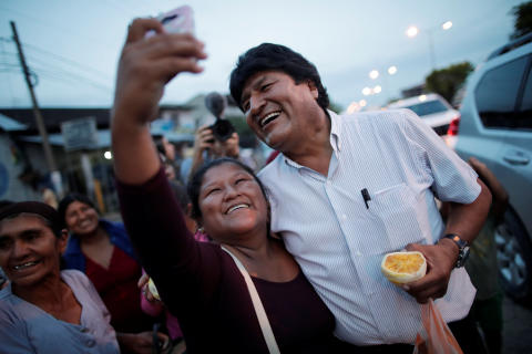 Bolivia's President Evo Morales takes a selfie with a resident on a street in Shinahota at the Chapare region, Bolivia October 19, 2019. REUTERS/Ueslei Marcelino - RC11374FD7A0
