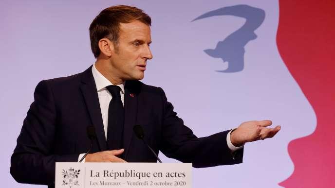 Emmanuel Macron lors de son discours sur «la lutte contre les séparatismes» en France, aux Mureaux (Yvelines), le 2 octobre.