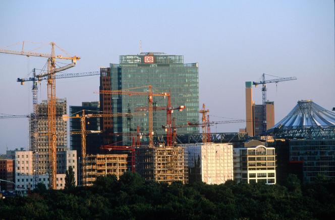 Le logement compte pour un tiers des émissions de gaz à effet de serre totales de l'Allemagne, et 35% de la consommation d'énergie. Ici, à Berlin, la Potzdamerplatz vue du Reichstag.
