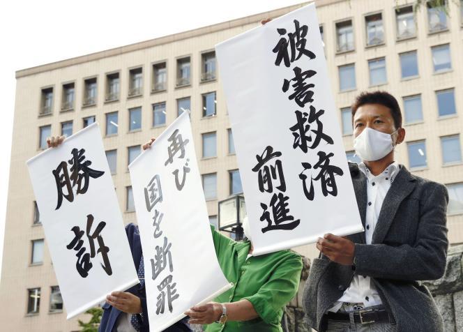 Manifestation devant la Haute cour de Sendai, pour la responsabilité de l'Etat japonais et de la Compagnie d'électricité de Tokyo (Tepco), le 30 septembre.