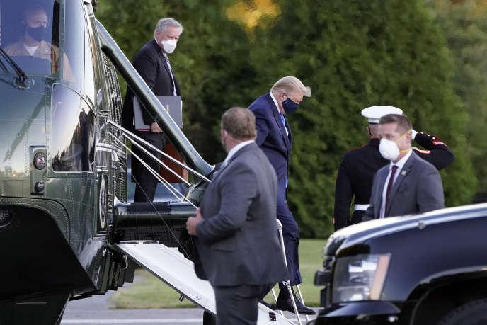L'arrivée du président américain Donald Trump à l'hôpital militaire Walter Reed de Bethesda, près de Washington, le 2 octobre.