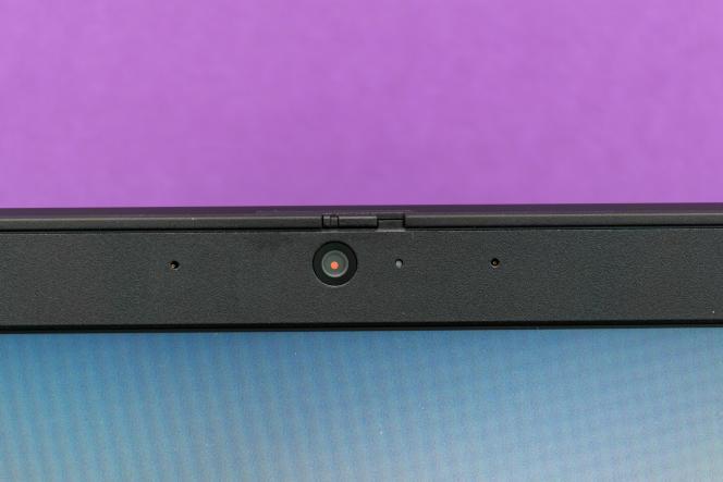 La webcam est équipée d'un cache pour protéger votre vie privée.