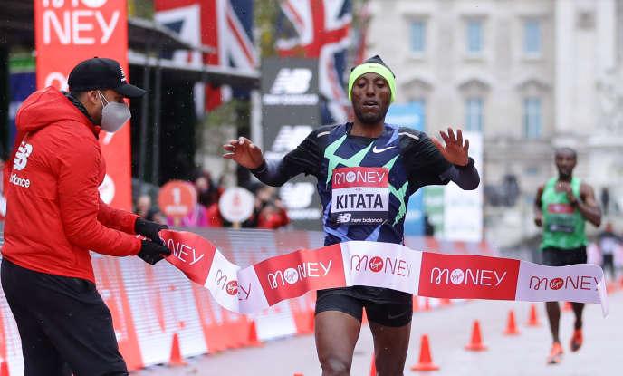L'Ethiopien Shura Kitata est arrivé le premier au marathon de Londres, le 4 octobre 2020.