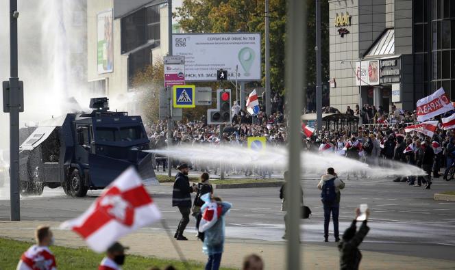 Des centaines de milliers de Biélorusses protestent quotidiennement depuis l'élection présidentielle du 9 août. Ici à Minsk, le 4 octobre 2020.