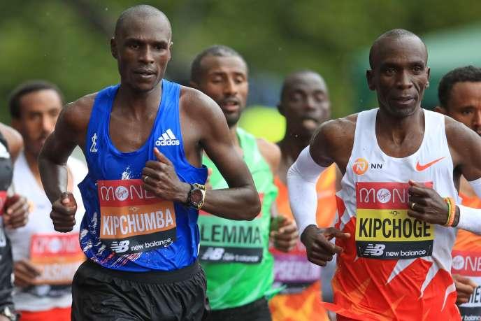 Le Kényan Vincent Kipchumba (à gauche) et le Kényan Eliud Kipchoge (à droite) lors du marathon de Londres, le 4 octobre 2020.
