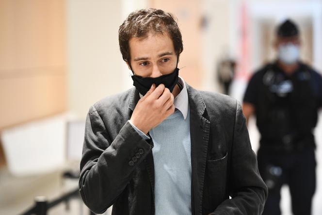 Farid Benyettou, à son arrivée à la cour d'assises spéciale de Paris, le 3 octobre.