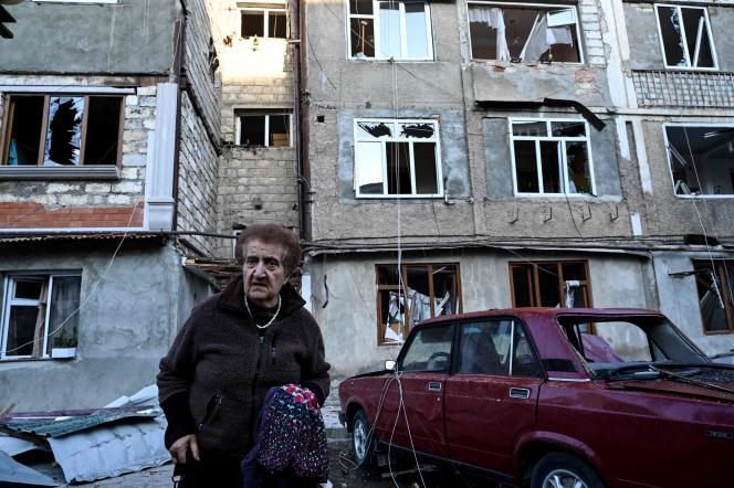 Un immeuble d'habitation touché par des tirs d'artillerie lourde, àStepanakert, principale ville du Haut-Karabakh, le 3 octobre.