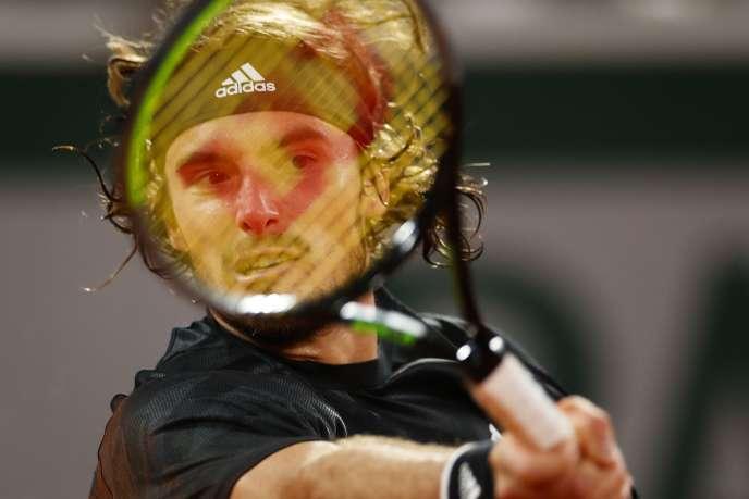 Le duel entre le Grec Stefanos Tsitsipas (ci-dessus) et le Bulgare Grigor Dimitrov s'est terminé ce lundi 5 octobre à Roland-Garros (6-3, 7-6, 6-2).