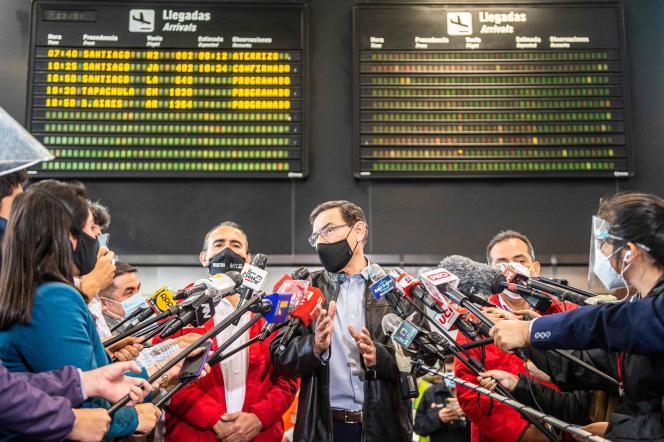 Le président péruvien lors d'une conférence de presse à l'aéroport international Jorge Chavez, près de Lima, le 5 octobre 2020.