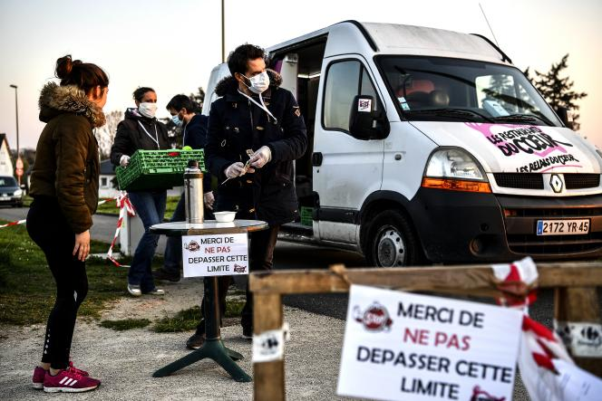 Distribution des Restos du cœur,à Orleans, le 26mars 2020.