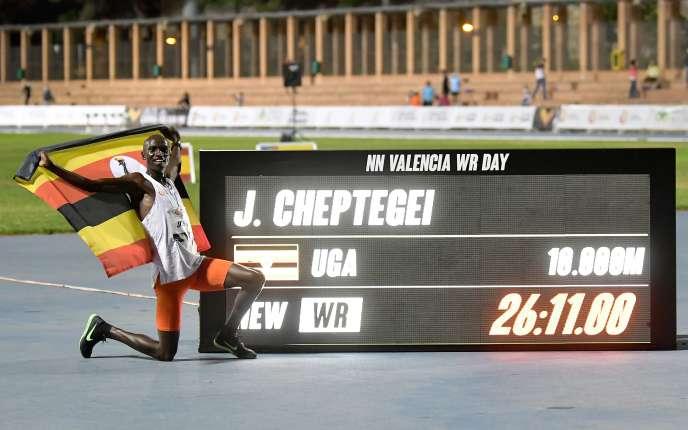 L'athlète ougandais Joshua Cheptegei lors de son record du monde du 10000m, à Valence, en Espagne, le 7octobre2020.