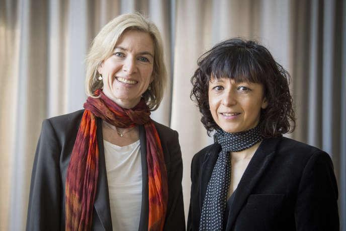 La biochimiste américaine Jennifer Doudna et la microbiologiste française Emmanuelle Charpentier, à Francfort, en Allemagne, le 14 mars 2016.