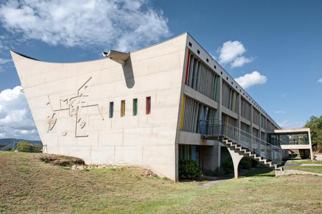 La maison de la culture imaginée par Le Corbusier à Firminy.
