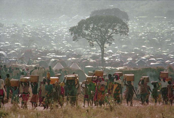 Des réfugiés qui ont fui la guerre ethnique au Rwanda, dans le camp de réfugiés de Benaco, en Tanzanie, le 17mai1994.