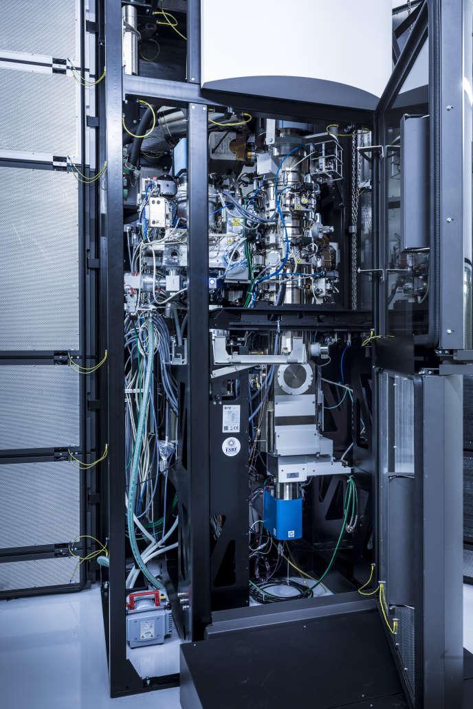 Le cryo-microscope Titan Krios, développé parThermo Fisher Scientific, propriété du synchrotron européen, à Grenoble.