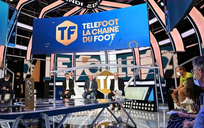 Au centre, Jaume Roures, PDG de Mediapro, sur le plateau de Telefoot, à Aubervilliers (Seine-Saint-Denis), le 18 août.