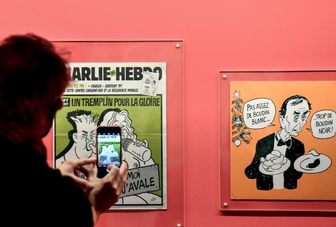 «Unes»de« Charlie Hebdo» dans l'exposition« Le Rire de Cabu», à Paris, le 8 octobre.