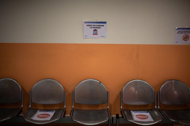 Une salle d'attente,dans un hôpital à Paris, le 28 mai.