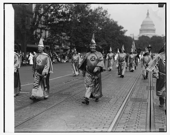 Défilé de membres du Ku Klux Klan en 1926.