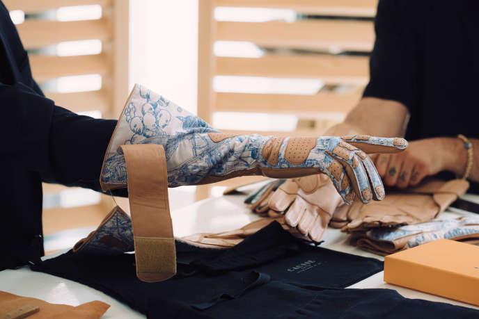 Un gant d'Andrea Grossi, réalisé dans l'atelier Causse.