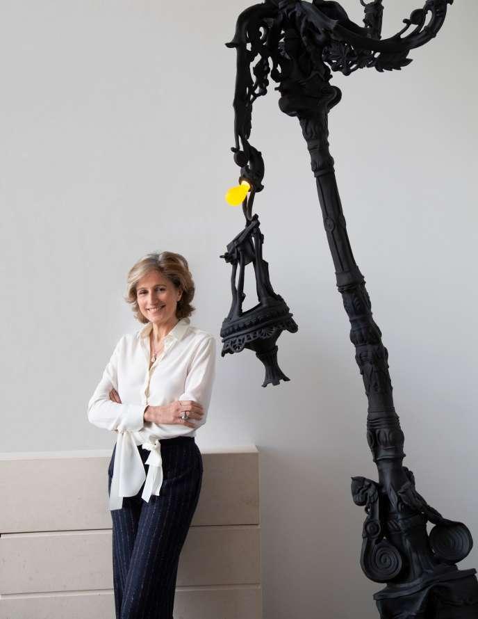 La galeriste Dominique Lévy, en 2019, dans son appartement de New York.