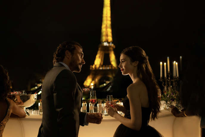 William Abadie (Antoine Lambert) et Lily Collins (Emily Cooper) dans la série « Emily in Paris ».