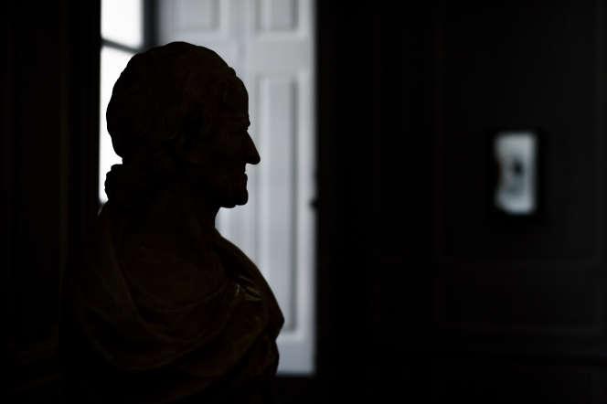 Un buste du philosophe et écrivain Voltaire, dans le château de Voltaire, à Ferney-Voltaire (Ain), en mai 2018.
