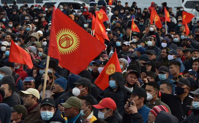Les partisans de l'ancien président kirghize Almazbek Atambayev manifestent à Bichkek le vendredi 9 octobre.