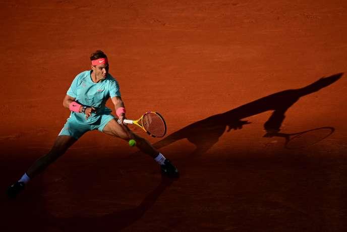 Après sa victoire en demi-finale face àDiego Schwartzman (6-3, 6-3, 7-6) vendredi 9 octobre, Rafael Nadal est à une marche d'une100e victoire à Roland-Garros et d'un 13e sacre.