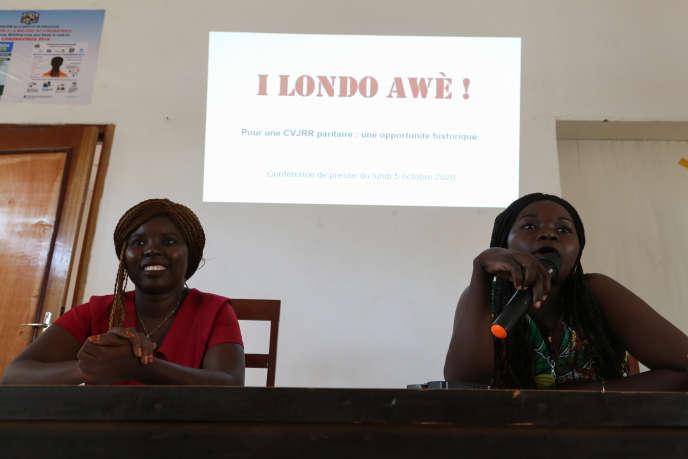 Rosalie Kobo Beth (à droite),porte-parole de l'association I Londo Awè!, à Bangui, en septembre 2020.