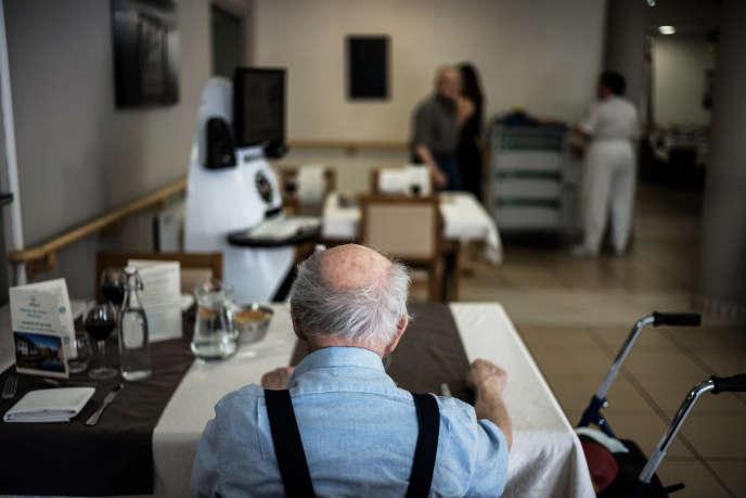 Selon le ministère des solidarités et de la santé, les personnes âgées de plus de 60 ans, au nombre de 15 millions aujourd'hui, devraient être 24 millions en 2060.