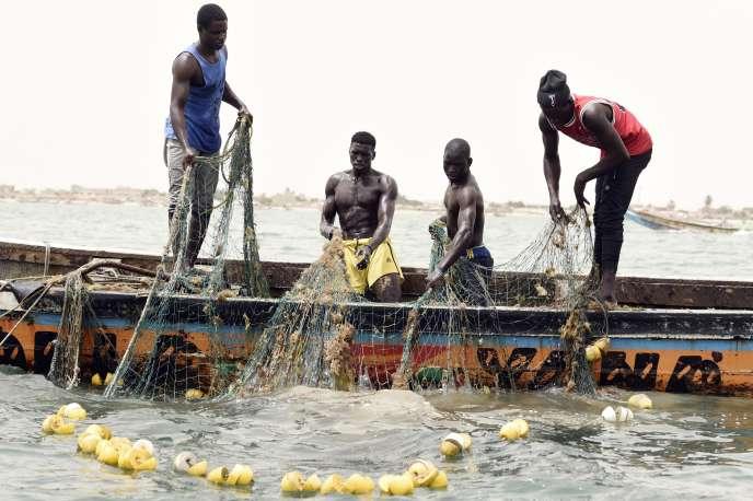 Pêche traditionnelle à Joal, au Sénégal, le 16 juin.