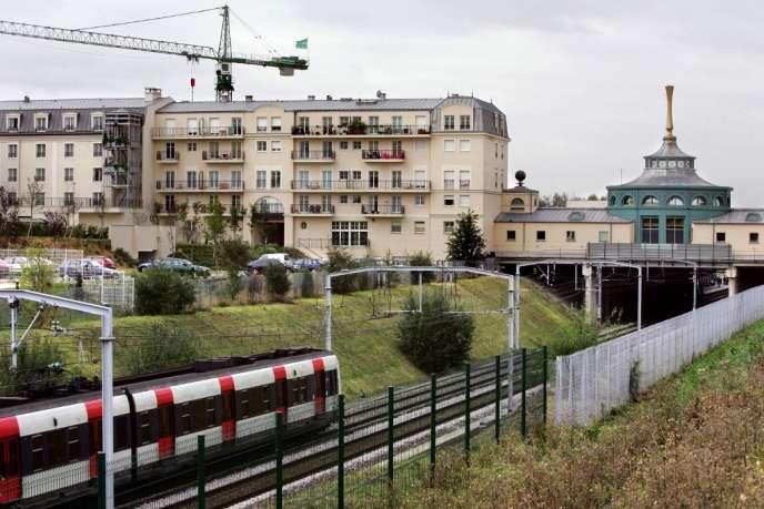Le RER A arrivant à la station Val-d'Europe (Seine-et-Marne)