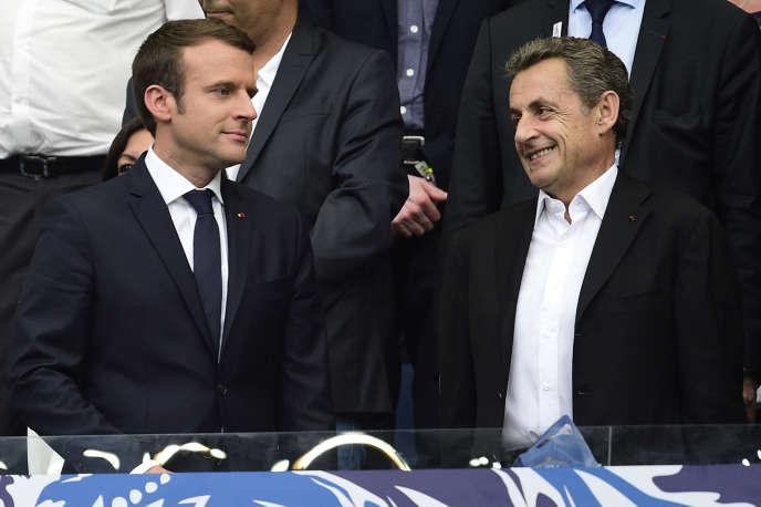 Emmanuel Macron et Nicolas Sarkozylors de la finale de la Coupe de France de football PSG-Angers, en 2017.