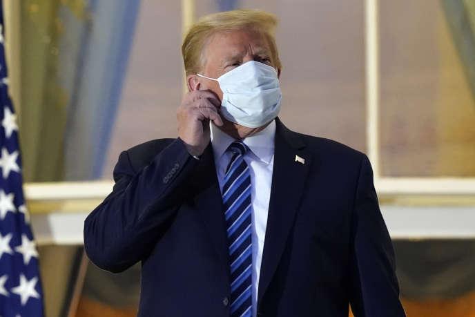 Donald Trump, le 5 octobre, lors de son retour à la Maison Blanche, après son hospitalisation.