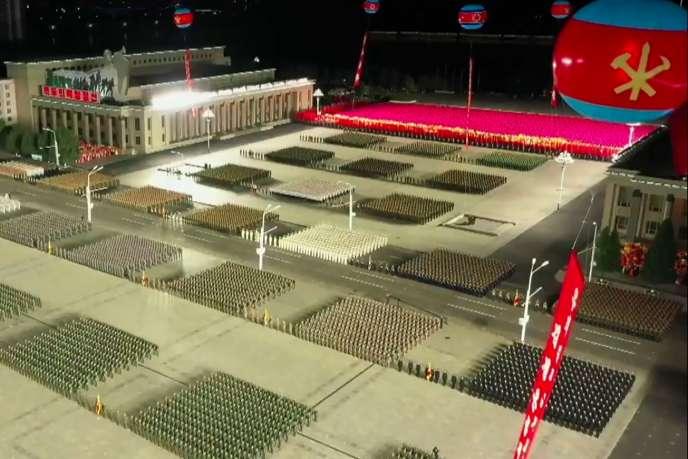 Plan de la parade militaire sur la place Kim Il-sung, diffusée par la télévision nord-coréenne KCTV.