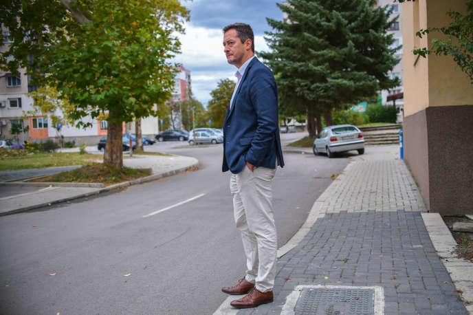 Mario Milanov, le 1er octobre, dans sa ville natale de Dupnitsa, à l'endroit même où son frère Yanek a été vu pour la dernière fois, le 31juillet.