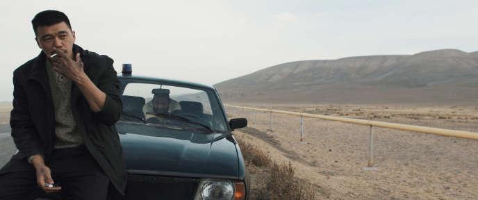 Daniyar Alshinov interprète le jeune policier Bezcat.