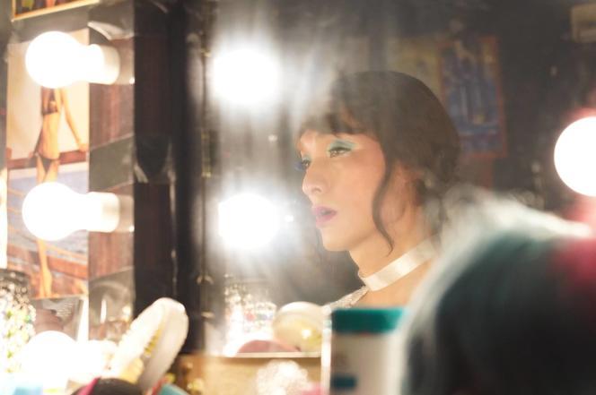 L'acteur Tsuyoshi Kusanagi joue un jeune transgenre travaillant dans un cabaret, dans le film «Midnight Swan», deEiji Uchida.