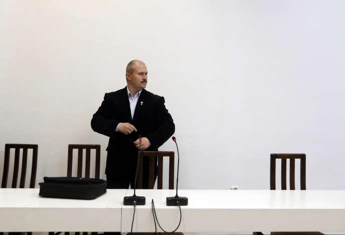 Le chef de l'extrême droite slovaque, Marian Kotleba, le 29 avril lors de son arrivée à la Cour suprême de Bratislava.