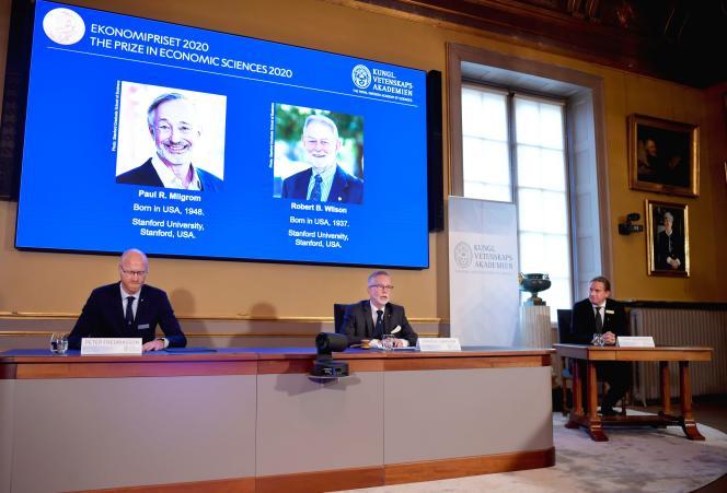 Lors de l'annonce du prix Nobel d'économie, à Stockholm, en Suède, le 12octobre.