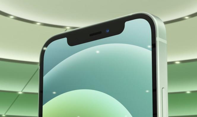 Les tranches des iPhone 12 ne sont plus arrondies comme celles des modèles précédents depuis 2014.