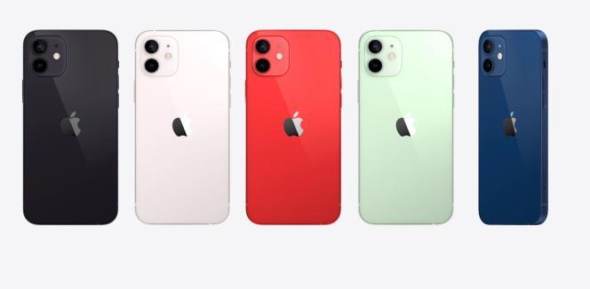 Les cinq couleurs de l'iPhone 12.