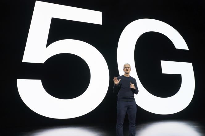 Le PDG d'Apple, Tim Cook, lors de la présentation du nouvel iPhone compatible avec la technologie 5G, à Cupertino en Californie, le 13 octobre.