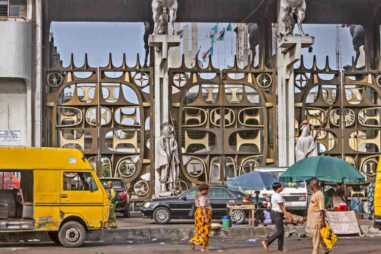 « L'Arrêt de bus de Tafawa Balewa Square, Lagos», d'Andrew Esiebo, 2015-2019.