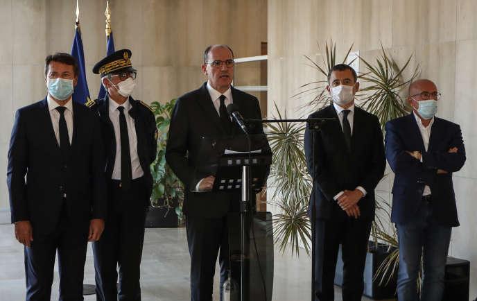 Le maire de Nice, Christian Estrosi, le préfet des Alpes-Maritimes, Bernard Gonzalez, le premier ministre, Jean Castex, le ministre de l'intérieur, Gérald Darmanin, et le député Eric Ciotti, à Nice, le 3octobre.