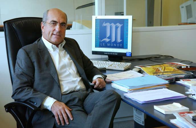 Le directeur général du groupe Le Monde Fabrice Nora, le 21 janvier 2005 dans son bureau à Paris.