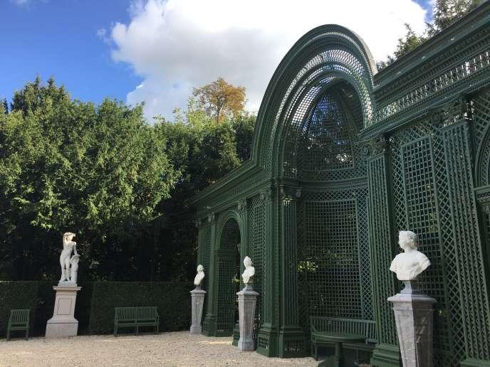 Vue du « salon de Madame» restauré,dans le parc du château de Champs.
