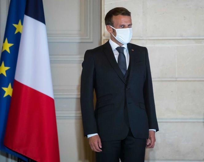 Emmanuel Macron, lors d'une cérémonie avec le président kenyan, au palais de l'Elysée, à Paris, le 30 septembre.