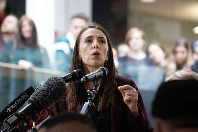 La première ministre néo-zélandaise Jacinda Ardern s'adresse aux étudiants lors de sa campagne à l'Université Victoria de Wellington, le 13 octobre 2020.